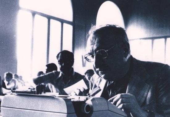 2. Giorgio Manganelli durante l'esame di Giornalista (5 marzo 1977)