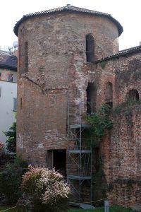 399px-Torre_delle_mura_di_Massimiano_Milano