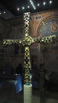 La croce di Desiderio, gioiello dell'oreficeria alto medievale,conservato nel museo di Santa Giulia di Brescia. Fonte: rete