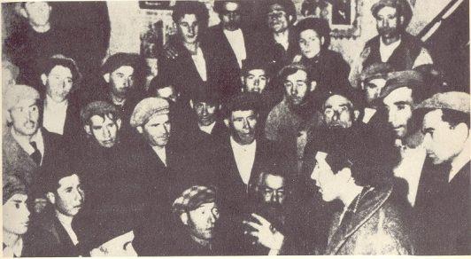 Rocco Scotellaro e i contadini. Fonte: http://www.centrodocumentazionescotellaro.org/documenti.asp